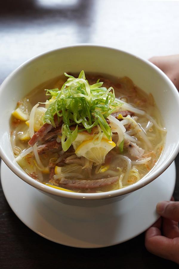 お昼は【杏仁荘】で週替わりのレモン叉焼麺。【杏仁荘】も参加する『カレー店のでないカレーフェス』まであと3週間。