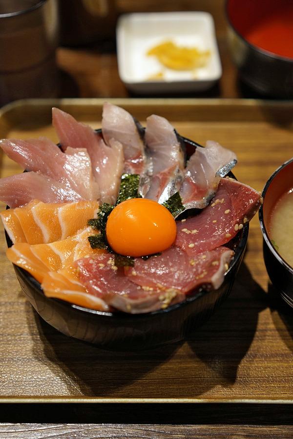 「海鮮丼てんや 箱崎ふ頭店」で四色海鮮丼750円からの「Banx River」で例のニカラグア。