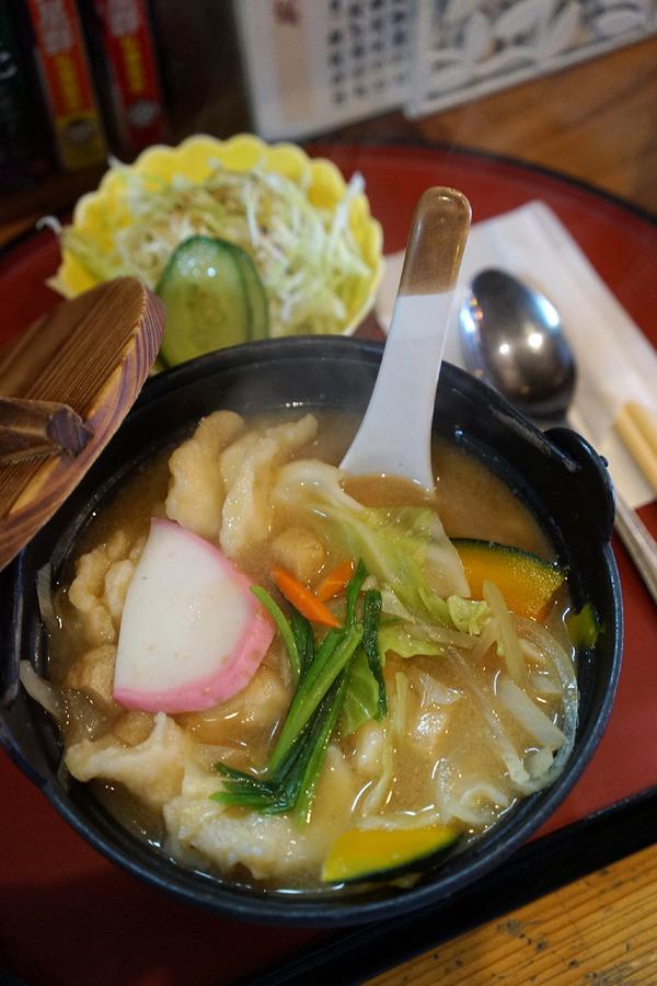 志免町「家伝料理 はな」で大分流だんご汁とオムライスのランチ。