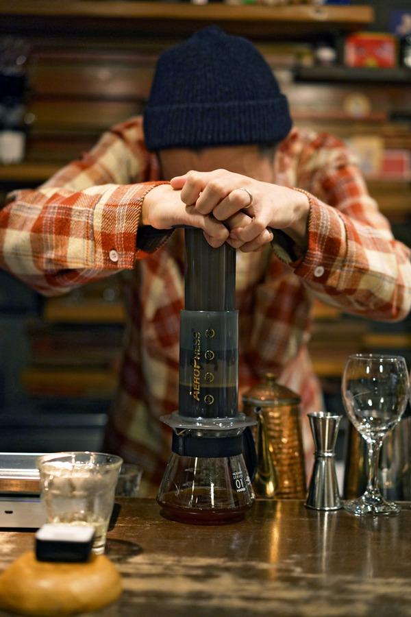 「Banx River」で「Good up Coffee」の有賀バリスタによるエアロプレス。「高砂かんすけ」の魚ランチ、「PLASE.STORE」のコーヒー、「栄養《EIYO》」でチキン南蛮定食。