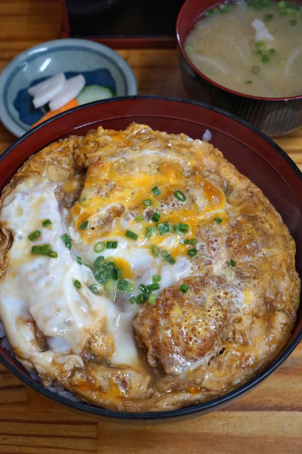 """「とんかつ亭ひさやま」でカツ丼。昼は宗像市「Happy Herbs」で""""あっこ飯""""からの遠賀町「HANAOCOFFEE」。"""