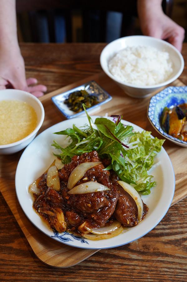 【杏仁荘】で週替わりのウマウマ牛肉の定食。夜は【香椎テイクアウトステーション】からの【珈琲小林】。そして12/23(水)のこと。