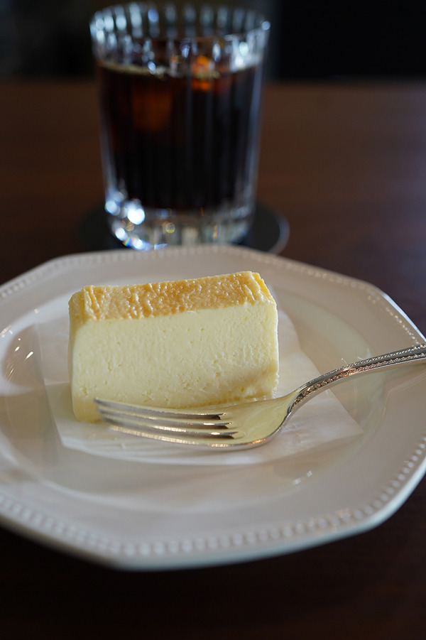 【珈琲いわくま】でチーズテリーヌと【じゃらん食堂】で手ごねハンバーグカレー。