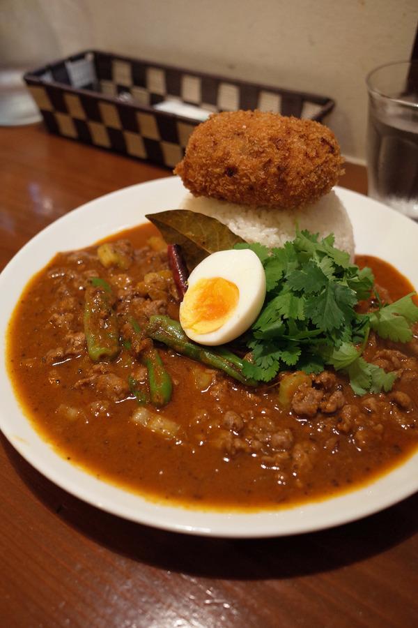 夜は「オカノカリー」でいつものラム肉のキーマカレーからの「エトワールコーヒー」。昼は「四川料理 巴蜀」で海老ワンタン麺。