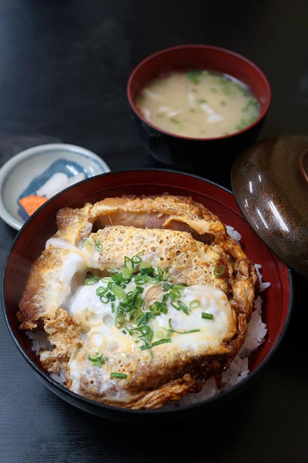 「とんかつ亭ひさやま」からの「Stereo Coffee」。午後は『コーヒーチャンピオンズトーク in 福岡』からの「MOMOTOSE」。