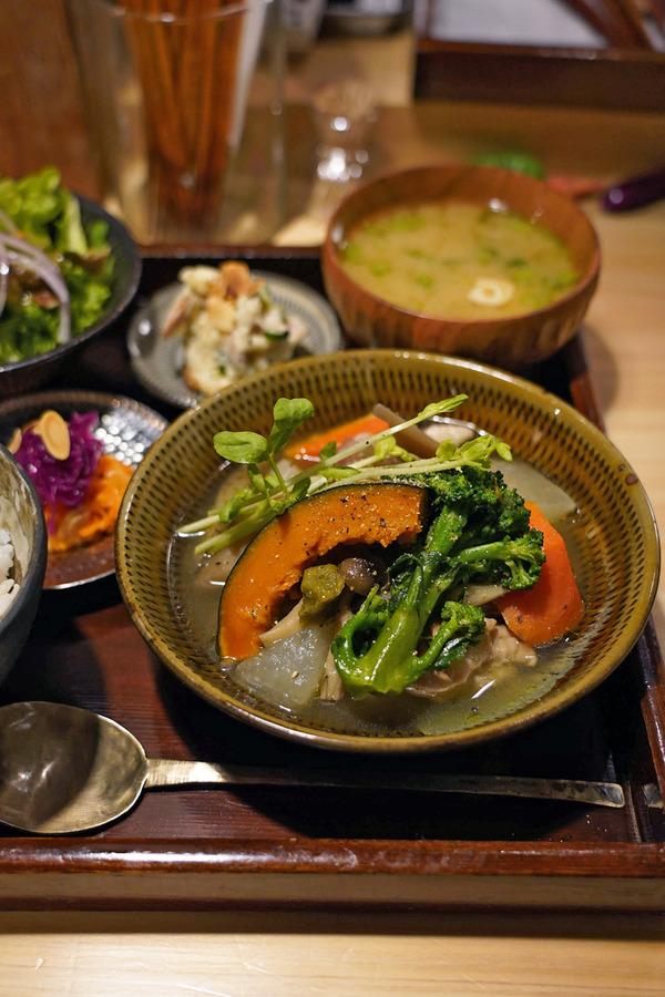 夜は【栄養《EIYO》】で日替わり定食からの【Banx River】。お昼は【クボカリー】と【カレーとお酒 banyan】。