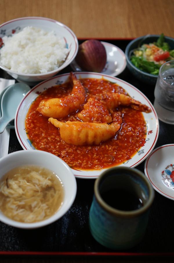 営業再開した「香亭」で海老チリ定食。昼は「麺道はなもこし」「MOMENT COFFEE」「SWEET TIME +PLUS+」。