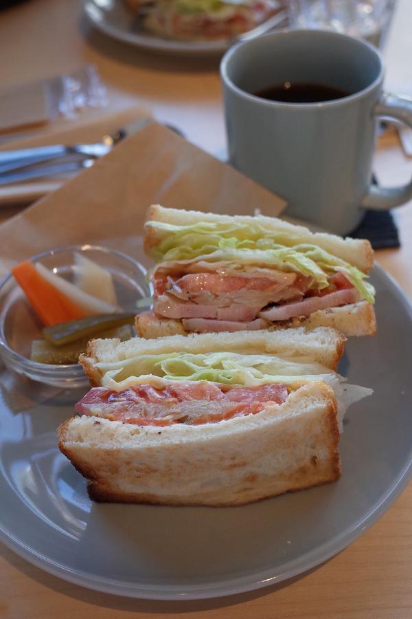 うきは市「MINOU BOOKS AND CAFE」「生活購買店リード」。昨日は「3po cafe.home」「久留米屋ラーメン」とか。