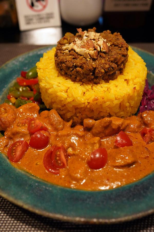 水曜日夜に【ドゥニヤ】で間借り営業している【228香心】のスパイス料理が美味しかった。お昼は【カフェあぴ】で日替わり定食。