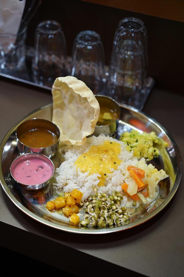 南インド食堂「ワナッカム」からの「HARU COFFEE」と「印刷ラボフクオカ」。夜は「エムズグリエ」からの・・・。