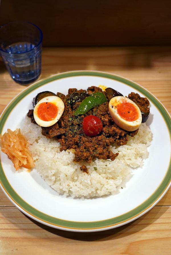 夜は【ダメヤ野芥店】でトリプルキーマカレー、からの【Banx River】。昼は【四川料理 巴蜀】で酸辣湯麺と魯肉飯。