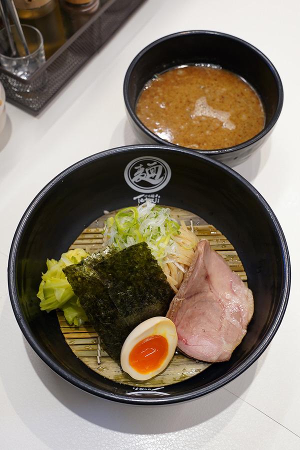 平尾【つけ麺 Tetsuji】で魚介つけ麺、からの【ホピ珈琲】で試作のスパイシーカレー。