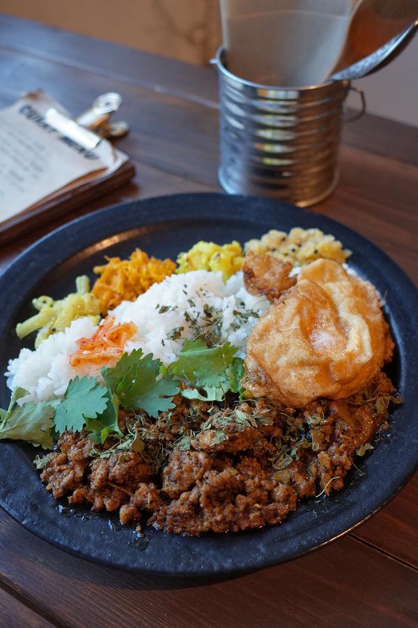 夜は「MEGANE CURRY」「志賀海神社」「Basking Coffee」。昼は「千早清介」でチキン南蛮定食。