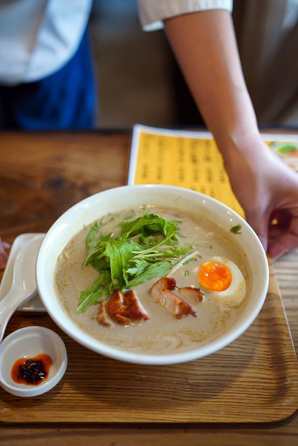 【ラーメン仮面55】でエスニックラーメンランチ。『シティ情報Fukuoka』『CAFE BOOK』【肉菜処 かえる屋】。