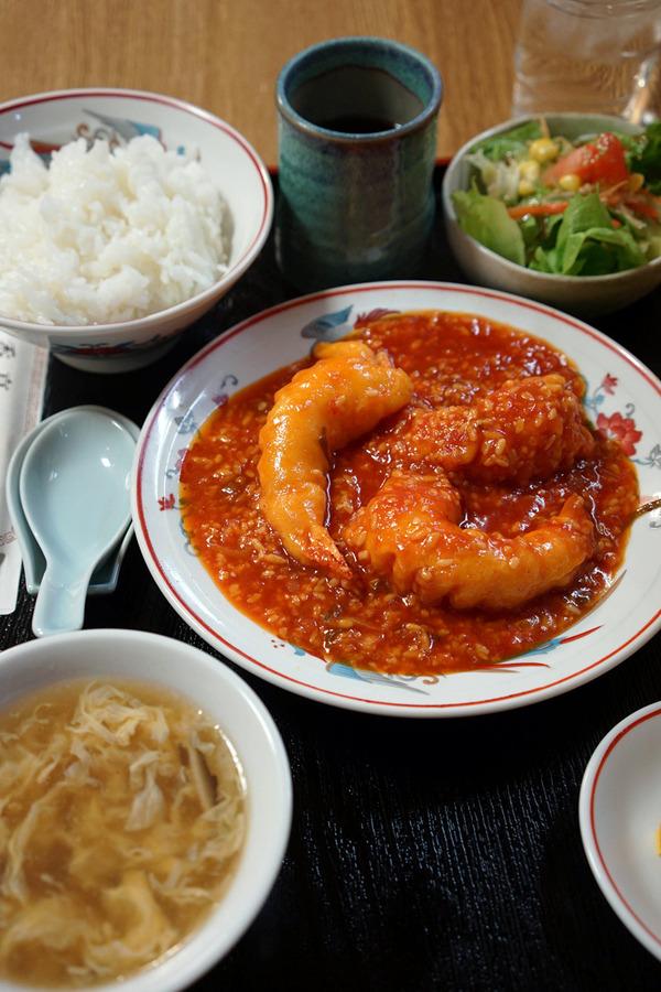 夜は「香亭」で海老チリ定食からの「MIMATSU Specialty Coffee Roaster」。昼は「かもめ食堂」でかもめ御膳。