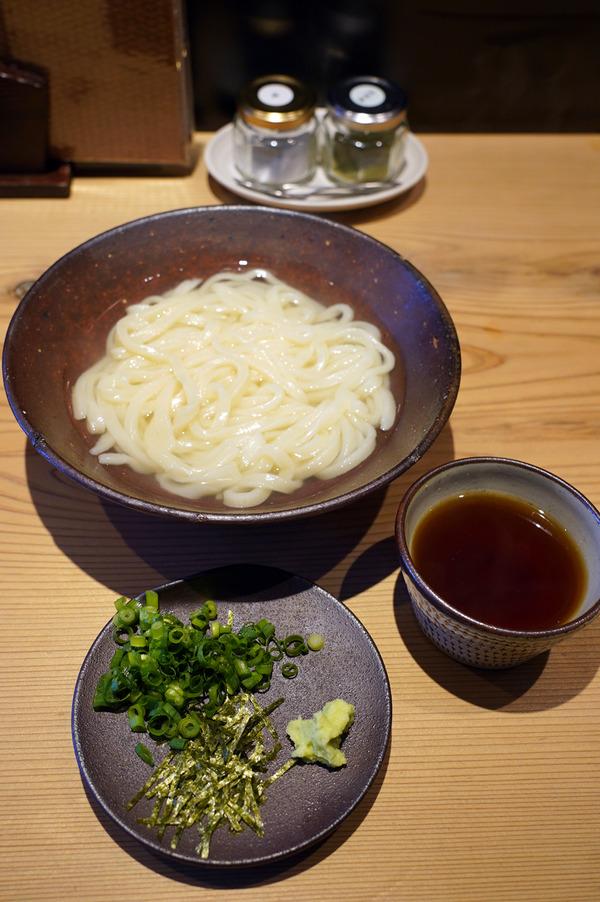 お昼は春吉【ニューえぶりお】で天ぷら定食。夜は【とり焼肉エイト】で、まさにとり焼肉。