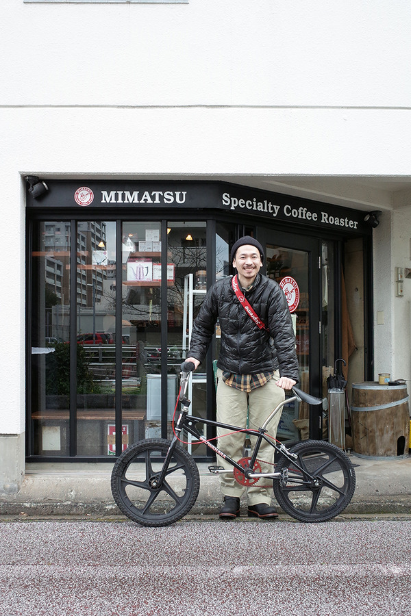"香椎川沿い「MIMATSU Specialty Coffee Roaster」で""サンデー・・・""。"