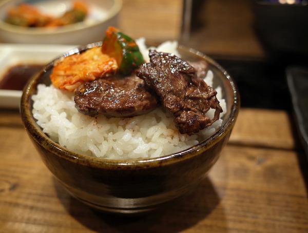 夜は香椎コンテナ村で「焼肉 座牛」からの「日本酒バー 饗」。