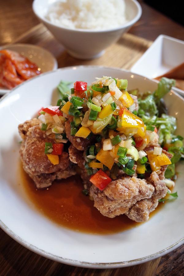 「杏仁荘」の油淋鶏で食欲盛り盛り。夜は「牧のうどん」でいつものうどん。
