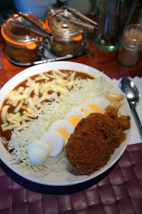 昼は「じゃらん食堂」でコロッケカレー、夜は篠栗町「たまや」で青谷明日香&CYLVACのライブ。