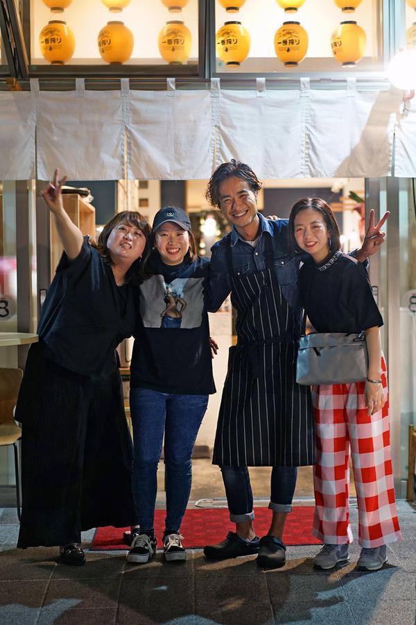 千早駅前「とり焼肉エイト」で娘3人と陶板焼き。
