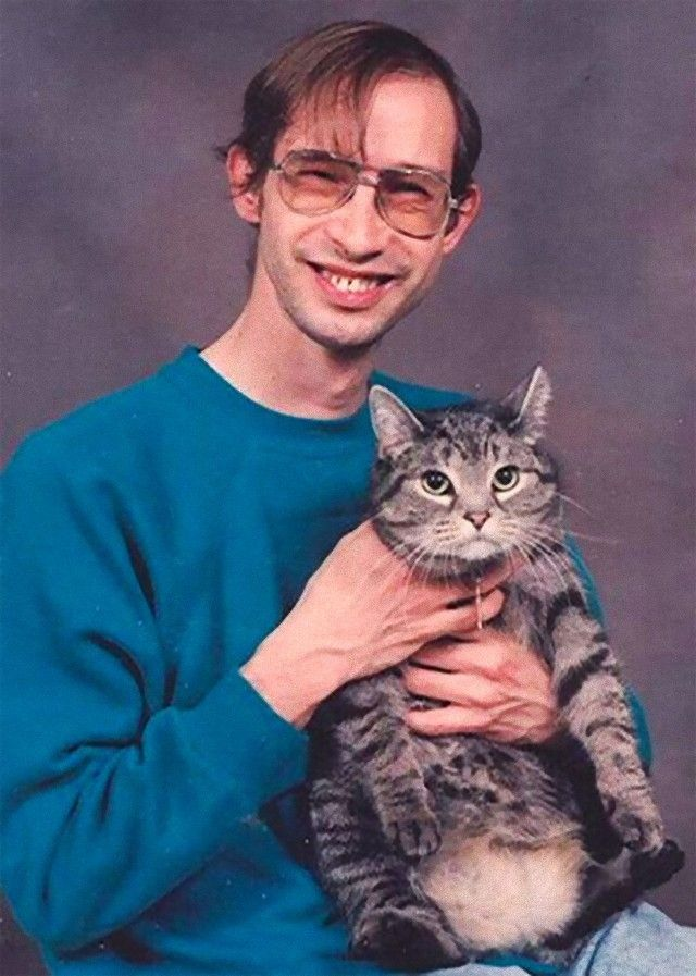 men-posing-with-their-cats-15-595x834_e