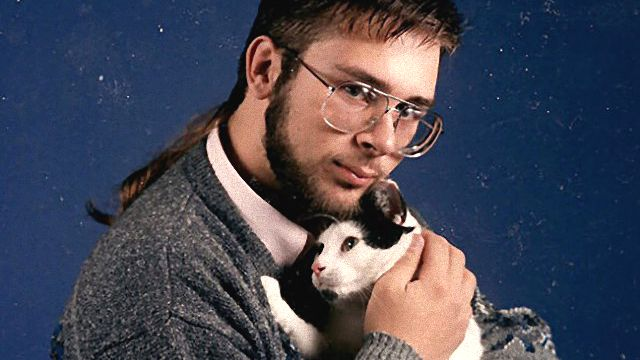 men-posing-with-their-cats-3-595x737_ea
