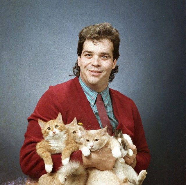 men-posing-with-their-cats-595x590_e