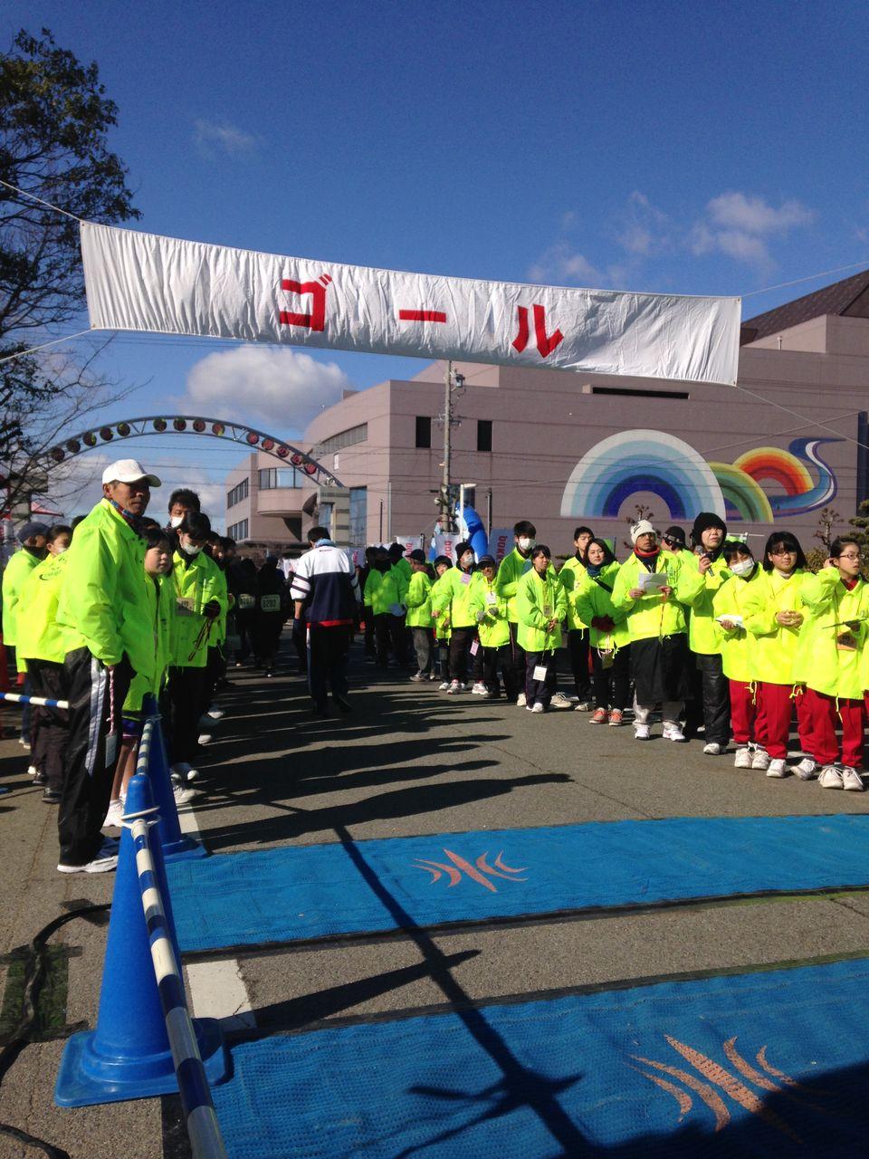 8ad66373ff 今年度は2000人を超える選手の方が参加しました。 この大会は毎年1月に開催しています。 新年の走り初めに参加してみてはどうですか?