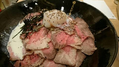 【新宿】ローストビーフ油そば ビースト 歌舞伎町本店【おすすめ!口コミで評判の人気店!】