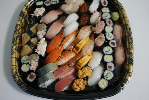 【池袋】回し寿司 活 西武池袋【行列ができる人気回転寿司店で並ばずお持ち帰り】