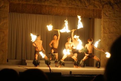 【いわき市】単独ファイヤーナイフダンスショー シバオラショー進化【スパリゾートハワイアンズはフラガールだけじゃない!熱気感じる男たちのステージ】