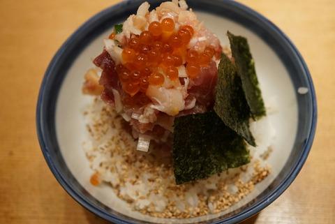 【日本橋】つじ半【夜でも安い!990円~食べれるコスパ最高の海鮮丼は2度美味しい!】