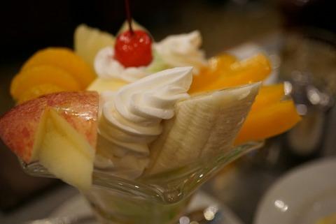 【上野】ギャラン【昭和レトロな喫茶店でフルーツパフェ!】