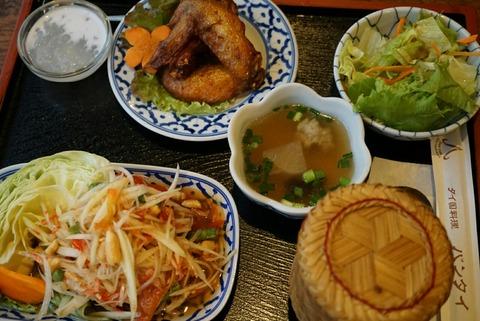 【新宿】バンタイ【歌舞伎町の人気タイ料理店でランチは野菜たっぷりで女性にオススメ♪】