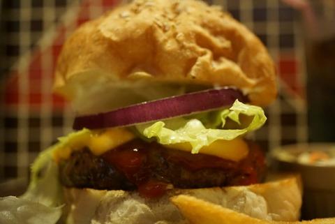 【高円寺】ファッツ【カスタマイズが楽しいアメリカンな人気ハンバーガー店】