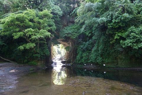 【君津市】亀岩の洞窟・濃溝の滝【SNSで話題沸騰!神秘的な景色はまるでジブリみたい!デートにもオススメ♪】