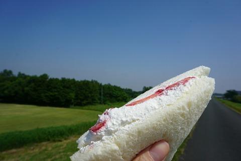 【指扇】ロンシャン【出来立ていちごサンドが170円!安くて美味しい町のパン屋さん】