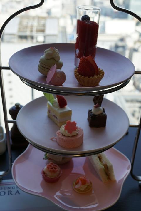 【西新宿】スカイラウンジオーロラ【オススメ!京王プラザホテルの桜アフタヌーンティーはインスタ映え抜群の可愛いスイーツに癒される】