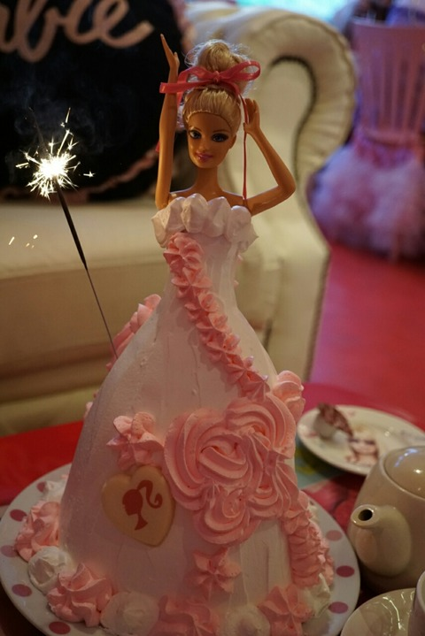 【日ノ出町】ピンクホリデー【バービーのコンセプトカフェ♪インパクト大のバービーケーキがおすすめ!】