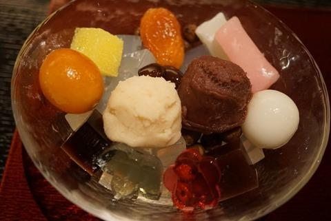 【日比谷】虎屋菓寮 帝国ホテル店【インスタ映え抜群!華やかで美味しいあんみつが人気!】