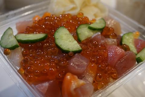 【新宿】すし屋のはなれ、【鮨職人が作った海鮮丼や握り寿司がテイクアウト出来る駅ナカの人気店】