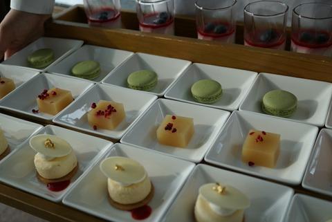 【西新宿】ピーク・ラウンジ【プティスイーツやフィンガーフードを好きなだけ食べれちゃう!パークハイアットのアフタヌーンティー】