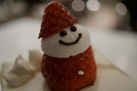 【新宿】タカノフルーツパーラー本店に【冬限定タカノ本店の苺ダブルショートケーキはとにかくデカい!】