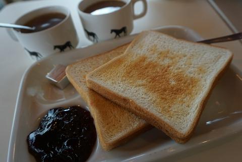 【池袋】サクラカフェ&レストラン【池袋最安値350円で食パン食べ放題のモーニングがコスパ最高!】