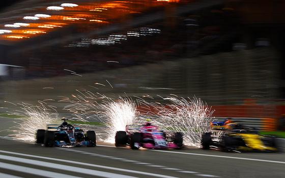 ハミルトンが3台(アロンソ、オコン、ヒュルケンベルグ)を一気に抜く:2018年F1バーレーンGP
