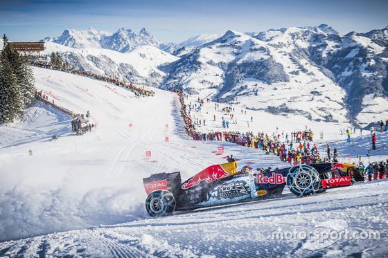 マックス・フェルスタッペン、F1マシンでスキー場を走行: レッドブルとキッツビューエル・スキー場のイベント