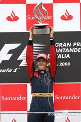 2008年イタリアGP優勝トロフィ、セバスチャン・ヴェッテル