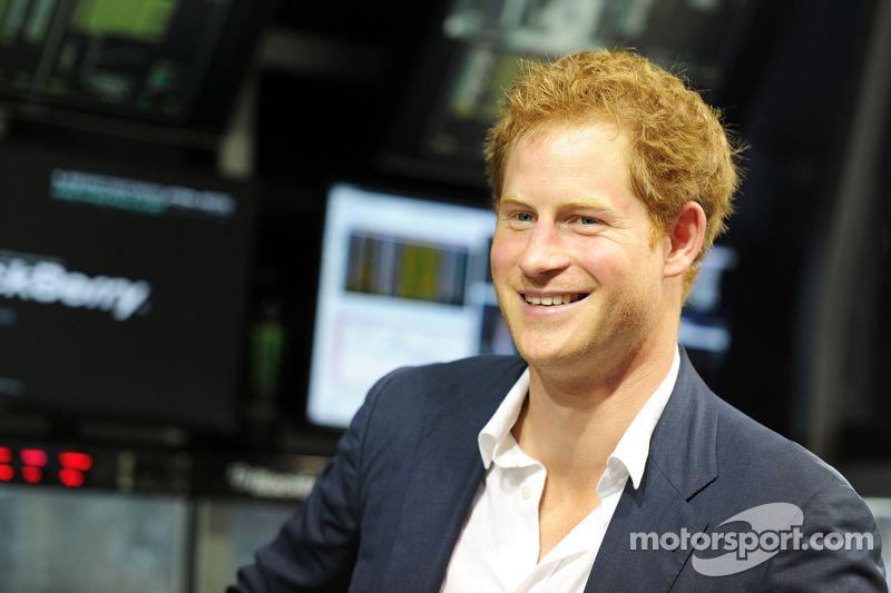 ハリー王子(ヘンリー・オブ・ウェールズ王子) ルイス・ハミルトン、優勝して2014年ワールドチャ