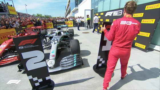 ベッテル、ハミルトンのマシン前の「1位」ボードを「2位」ボードに置き換える、パルク・フェルメ:2019年F1カナダGP